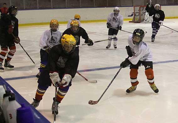 Ishockey, sporten nummer 1 för grabbarna på lägret.