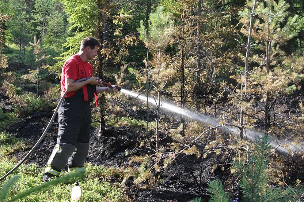 Brandmän bekämpade elden
