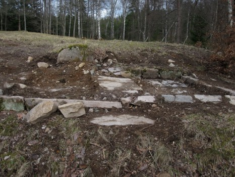 3b IMG_0488 Rester av grunden på ladugården