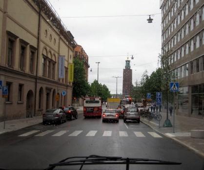 1 IMG_0818 Stockholms stadshus med Tre kronor från bussfönstret