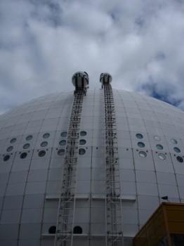 6 IMG_0850 Globen med två parallella kabinbanor med glasgondoler