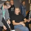 Roger Wilsson samtalar om matchen med Sven-Arne Idh.