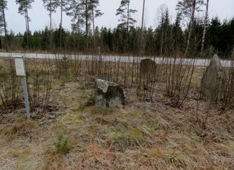1 IMG_1974 Duveleds gravfalt flyttade stenar pga vagbygge