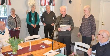 Solveig Hansson, Ann-Marie Karlsosn och Kjell karlsosn hyllades för 25-årig medlemsskap i IOGT/NTO i Vaggeryd av Thore Ohlsson och Kerstin Svensson.