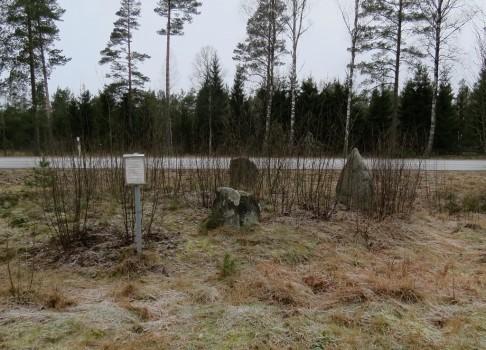 3 IMG_1975 Duveleds gravfalt flyttade stenar pga vagbygge