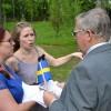 Tina Glenvik går igenom programmet med Ewa Magnusson och Christer Holmgren.