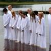 151. Sju ungdomar lät döpa sig en mycket fin morgon i juni 2015. Foto: Ulrik Petersson. 150813