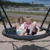 73. Så roligt kan man ha på Vaggeryds travbana. Mina barnbarn Alva och Edvin Eriksson. Foto: Maggan Eriksson. 150725
