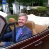 Kyrkoherden Klas Svensson bakom ratten i Thomas Nordquists sällsynta Volkswagen cabriolet. Bilen var för övrigt med i en film 1995