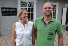 Emma Persson och Gustav Gärdskog på Häradsköp gård.