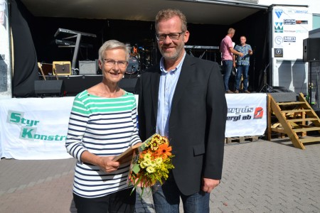 Lisbeth Karlsson och Vänskaspklubbens representant Mats Bergman.