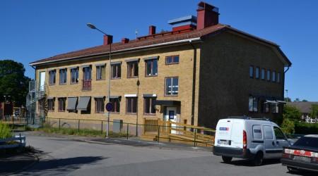 Den nya skolan dan före dan för skolstarten.