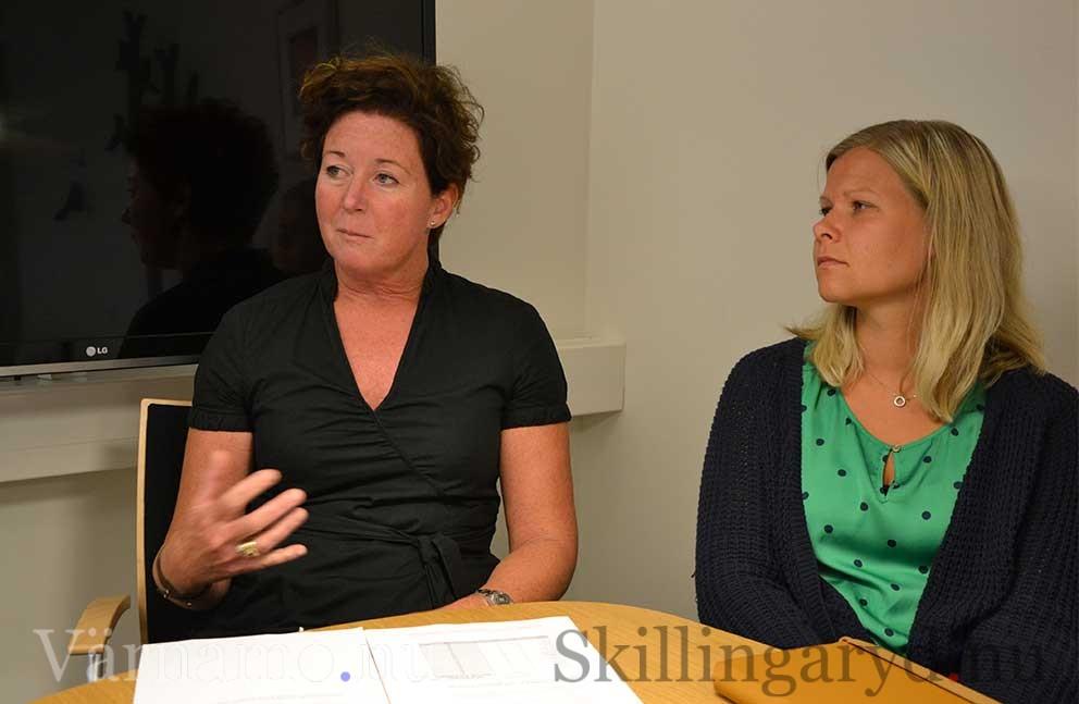 Maria Svensson, tillförordnad chef för individ och familjeomsrog. T.h. socialnämndens vice ordförande Malin Claesson.
