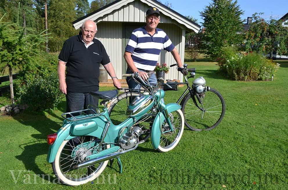 Kjell Rudolfsson och Sven Nord med mopeder två epoker.