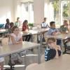 Klass två på plats i nytt klassrum.