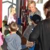 Var så god och stig på. Jessica Karlsson välkomnar till skola och läsår.