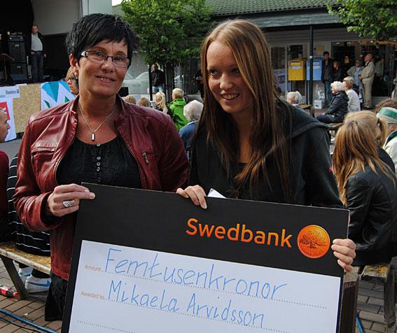 Michaela Arvidsson är idag en av världens bästa luftgevärsskytar. 2010  överlämande Eva Carlsson stipdeniet ur Rolf och Majken Grenthes minnesfond till Michaela.